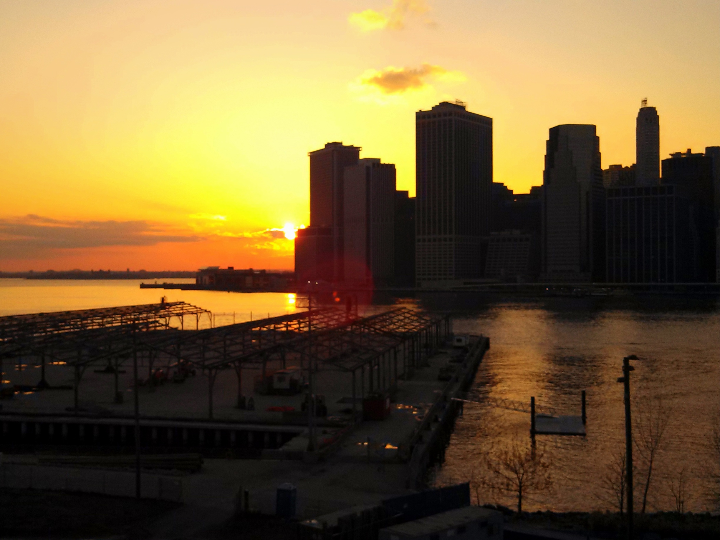 sunset-as-seen-from-the-brooklyn-heights-promenade